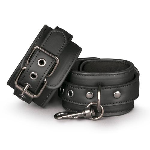 Schwarze Handgelenkmanschetten aus Leder