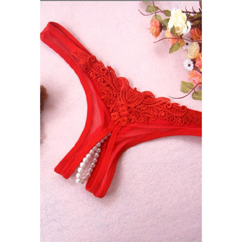 Tanga con parte inferior de perlas rojas
